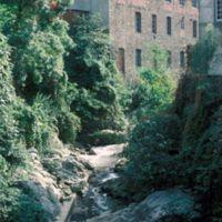 L'Arnette et façade à La Colonie, vue vers l'amont