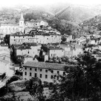 Vue d'Aussillon et des usines Veuve André Galibert et Emile Galibert père et fils. Usines dans le village