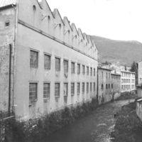 Ancien Ets Casimir Escande (textile, vue prise du pont de Caville)