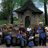 Mazamet, manifestation pour le centenaire (1909-2009) : vue différente du regroupement des enfants
