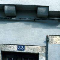 La date 1672 sur une maison, rue du Théron