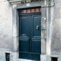 Porte de maison, rue du curé Pous