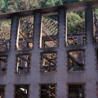 L'usine après incendie