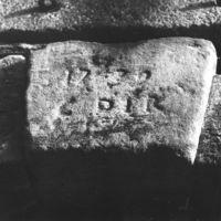 """Détail d'une pierre gravé """"1732"""""""
