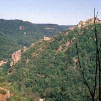 Hautpoul vu de Saint Sauveur : la vallée, le village, sans Arnette