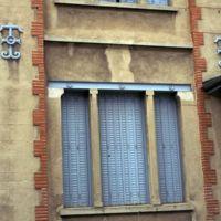 Anciens magasins et bureaux de Jules Tournier, près de la gare : détail de fenêtre et de clef