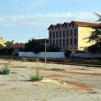 Mazamet, magasins près de la gare : plan large