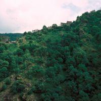 Au téléobjectif : le village d'Haupoul, du mur du château à la Vierge