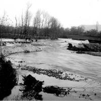 Le Moulin Gau, inondations de 1930 : le Thoré vue depuis l'usine