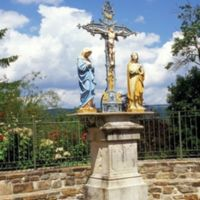 Juste à côté, calvaire, don de Paul Tailhades (Saint-Alby)