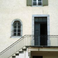 La grande maison de l'enclos Barbey (à côté de l'Apollo) : la porte