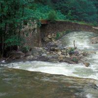 Pont de Laquière rive gauche : barrage et pont