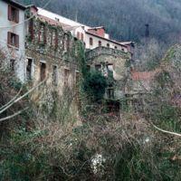 Usine Sabatié (en haut) et ruines des Ajustants (en bas), vu du Linoubre