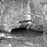 Le Moulin-Bas : face Ouest, sortie de l'eau