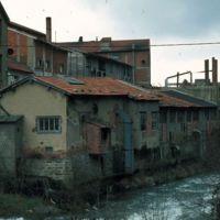 Bâtiments industriels entre rue de la Vanne et rivière
