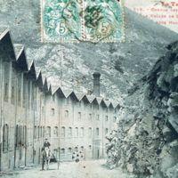 Carte postale : Les Clauzes vue de la route, de l'amont vers l'aval : gris-vert