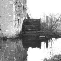 Le Moulin-Bas : face Est avec roue de côté