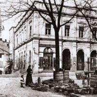 Carte postale de Mazamet : la mairie, vu de la place du marché