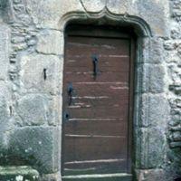 Façades dans le village : porte de maison