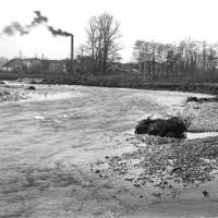 Le Moulin Gau, inondations de 1930 : le Thoré et l'usine au fond