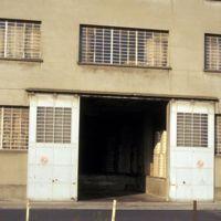 Mazamet, magasins près de la gare : porte d'un autre magasin
