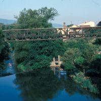 Le pont vers l'aval, barrage du Moulin Bas
