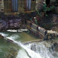 Ruines de l'usine à Castaunouze : barrage sur l'Arnette