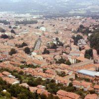 Vues de Mazamet depuis le Plo de la Bise : la ville au sortir de la gorge