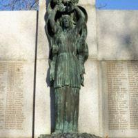 Monument aux Morts : Partie centrale : statue de l'Immortalité