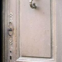 Porte de maison, rue du Galinié : détail d'une autre porte