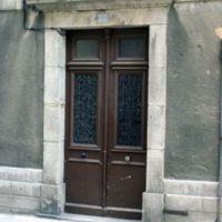 Rue du Moulin : porte de maison