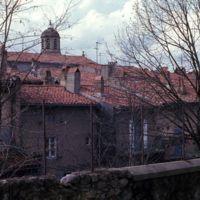 Clocher de Saint-Sauveur : clocher et toits des maisons donnant sur l'Arnette