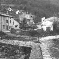 """""""La chaussée de La Vanne sur l'Arnette, à droite le canal de la Nogarède"""""""