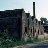 Aile Nord, en arrivant de Payrin (cheminée et sheds)