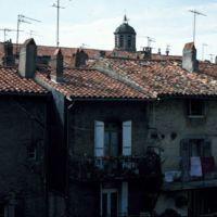 Clocher de Saint-Sauveur : clocher et maisons donnant sur l'Arnette
