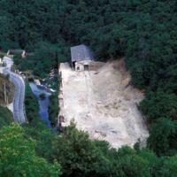 Evolution de l'usine, vue du Plo de la Bise: usine en partie démolie
